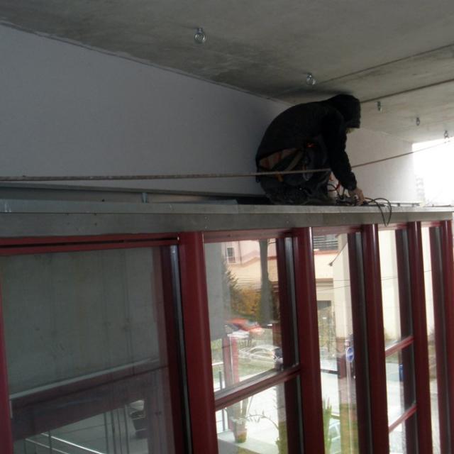 Instalace sítí na ochranu budov proti holubům - RAPEL.CZ