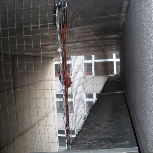 Ochranná síť proti holůbum na budovy - RAPEL.CZ