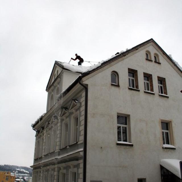 Odklízení sněhu ze střech - RAPEL.CZ