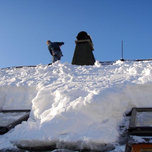 Odstranění rampouchů a sněhu ze střech - RAPEL.CZ